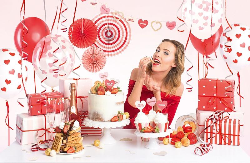 Zestaw dekoracji stołu dla zakochanych, na walentynki, na urodziny