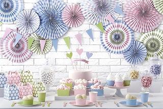 dekoracje na chrzest, dekoracje na roczek, błękitne dekoracje, błękitne rozety, dekoracje candy-bar, dekoracje ślubne