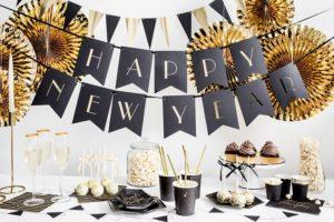 dekoracje na przyjęcia, girlandy dekoracyjne, banery dekoracyjne, flagietki, czarno-złote dekoracje , złoto-czarne dekoracje na przyjęcia