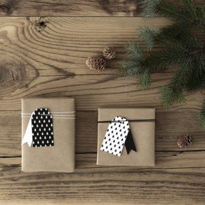 dekoracyjne zawieszki na prezenty