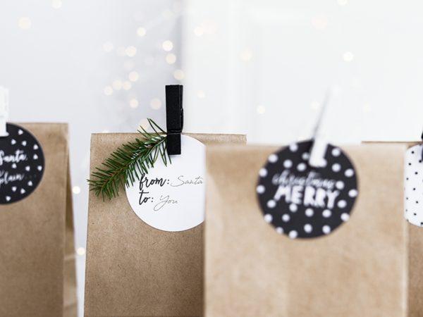 ozdobne etykiety na prezenty, dekoracyjne zawieszki na prezenty