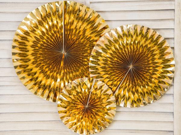 złote rozety papierowe, złote dekoracje weselne, złote dekoracje na 18stke