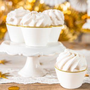 cupcake decoration ecru, dekoracje na muffinki,papilotki na muffinki kremowe ze złotym brzegiem, dekoracje candy-bar