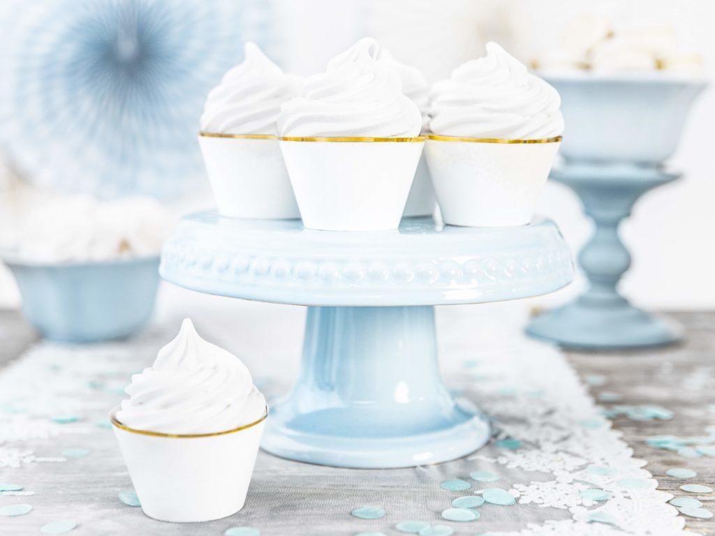 dekoracje na muffinki, dekoracje candy-bar, papilotki na muffinki białe ze złotym brzegiem,