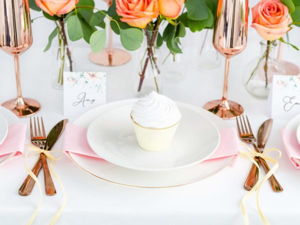 dekoracje na muffinki,papilotki na muffinki kremowe ze złotym brzegiem, dekoracje candy-bar