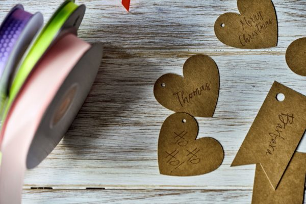 dekoracje z papieru kraft, zawieszki serdeuszka z papieru kraft, zawieszki rustykalne do candy-bar, zawi