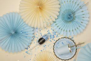 ozdobne rozety papierowe pudrowy błękit, dekoracje candy-bar, dekoracje weselne, dekoracje urodzinowe, dekoracje wystaw sklepowych