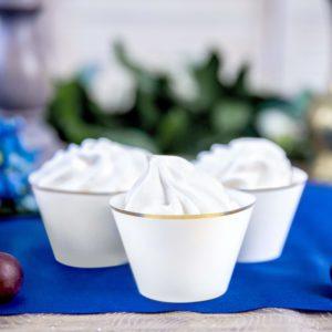 papilotki na muffinki białe ze złotym brzegiem, dekoracje na muffinki, dekoracje candy-bar