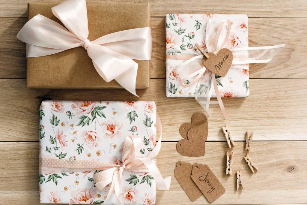zawieszki rustykalne do candy-bar, zawieszki serdeuszka z papieru kraft, zawieszki do prezentów, dekora