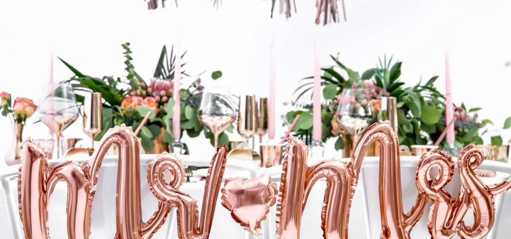 balon napis mr&mrs różowe złoto, dekoracje golden rose na imprezę, balon napis foliowy mr&mrs, balony ślubne napisy złoty róż, balony na imprezy,