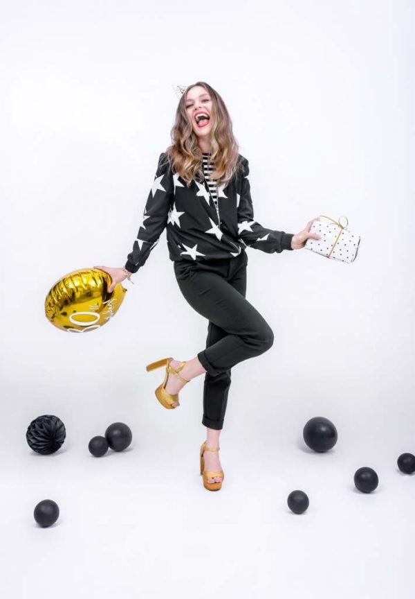balony urodzinowe, balony na 30stkę, złote dekoracje na imprezę 30 stkę, złoty balon foliowy okrągły z białą cyfrą 30, dekoracje balonowe,