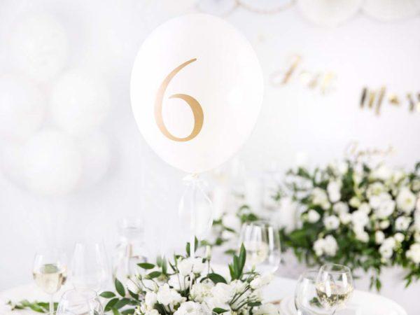 białe okrągłe balony ze złotą cyfrą, balony lateksowe cyfry, balony okrągłe z cyfrą,