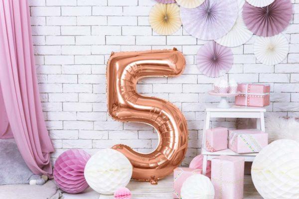różowo złote balony urodzinowe cyfry, balon cyfra 5 golden rose, balon cyfra foliowa 5, balony na imprezy, dekoracje różowe złoto na imprezę, 86 cm,