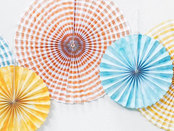dekoracje na 18stkę, 18th decoration, paper rosettes powder blue, peach, rozety papierowe błękitne, brzoskwiniowe, papierowe dekoracje na imprezy, akcesoria na przyjęcia