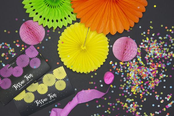 dekoracje urodzinowe zielone jabłuszko, paper rosettes powder pink, rozety papierowe pudrowy róż, papierowe dekoracje na imprezy, akcesoria na przyjęcia