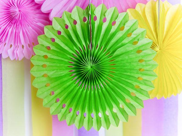 paper rosettes green apple, rozety papierowe zielone jabłuszko, papierowe dekoracje na imprezy, akcesoria na przyjęcia