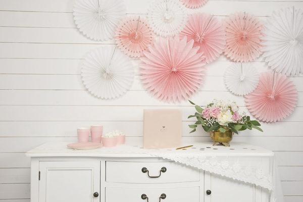 paper rosettes powder pink, rozety papierowe pudrowy róż, papierowe dekoracje na imprezy, akcesoria na przyjęcia