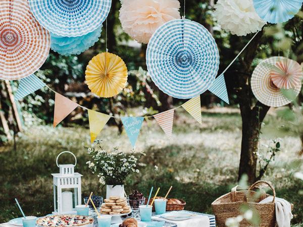 rozety papierowe odcienie pastelowe, papierowe dekoracje na imprezy, akcesoria na przyjęcia, dekoracje candy bar, dekoracje ślubne