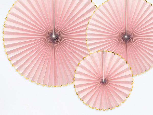 rozety papierowe pudrowy róż, dekoracje na impreze pudrowy róż