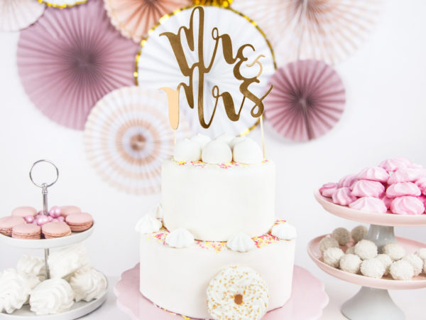 złoty topper na tort weselny, dekoracje na tort weselny, złote dekoracje na candy-bar
