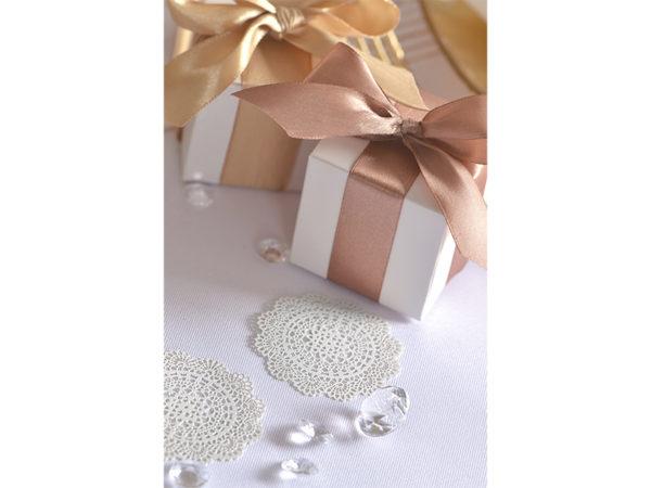 dekoracje papierowe na stół, ozdobne wizytówki na stół 5 cm, papierowe wizytówki rozety 5 cm