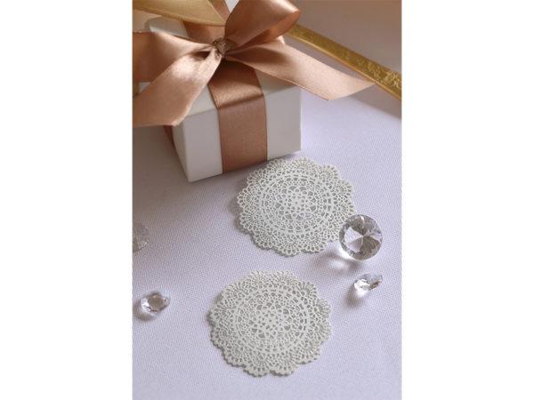 ozdobne wizytówki na stół 5cm, dekoracje rustykalne, papierowe wizytówki rozety 5 cm, dekoracje papierowe na stół, dekoracje ślubne,
