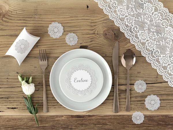 ozdobne wizytówki na stół, papierowe wizytówki rozety, dekoracje papierowe na stół