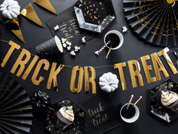 czarny talerzyk w złote nietoperze na halloween, czarne talerzyki na halloween w nietoperze, talerzyki w nietoperze na halloween, halloween party table plates