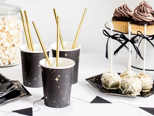 czarno złote papierowe kubeczki na imprezę, eleganckie papierowe kubeczki do napojów, papierowe kubeczki na imprezę