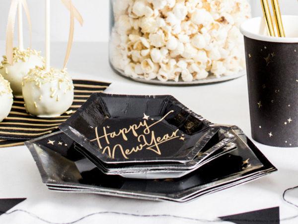 papierowe talerzyki happy new year czarne, talerzyki sylwestrowe złoto i czerń, dekoracje na nowy rok