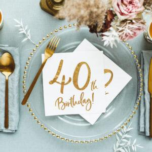 dekoracje na 40stkę, serwetki na 40 urodziny, białe serwetki ze złotym napisem 40th birthday, serwetki na 40stkę, dekoracje na 40 urodziny, serwetki urodzinowe
