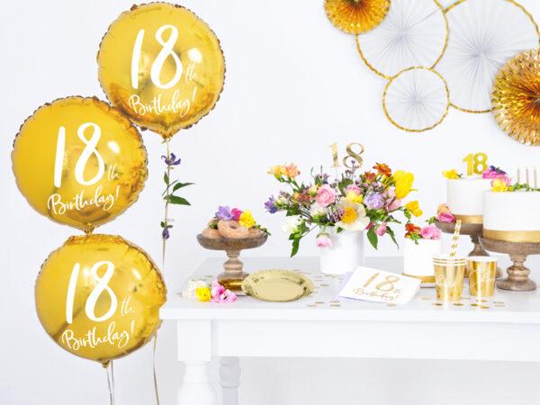 serwetki na 18 urodziny, serwetki urodzinowe, białe serwetki ze złotą cyfrą 18, serwetki na 18stkę, dekoracje na 18stkę, dekoracje na 18 urodziny,