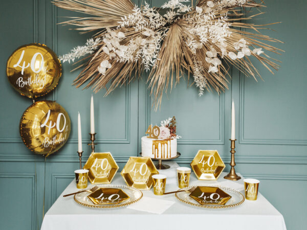 serwetki na 40stkę, białe serwetki ze złotym napisem 40th birthday, dekoracje na 40stkę, dekoracje na 40 urodziny, serwetki na 40 urodziny, serwetki urodzinowe,