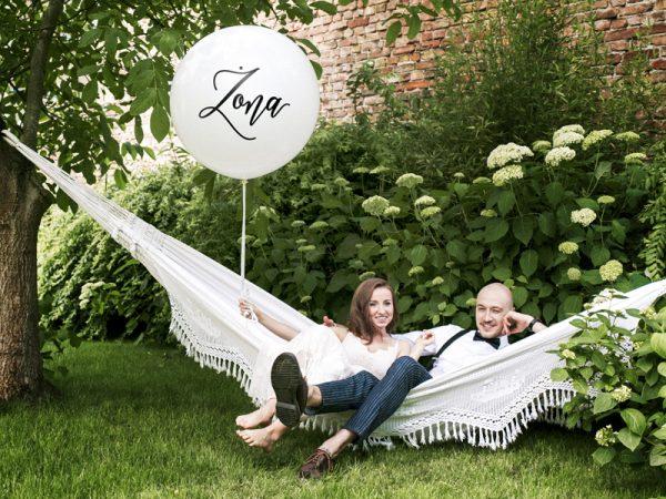 balon gigant z napisem żona, biały baln z czarnym napisem żona,