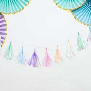 dekoracje na chrzciny, kolorowa girlanda na komunię, girlanda frędzle kolorowa, urodzinowa girlanda, kolorowa girlanda na urodziny, girlanda opalizująca kolorowa na roczek, dekoracje na roczek,